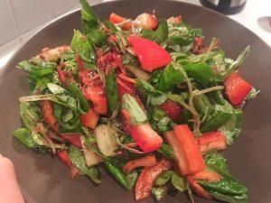 Salat mit Himbeeren Vinaigrette Antipasti Balsamico Rezepte: Heute gibt es leckere #Lowcarb #Antipasti mit Balsamico von Mazzetti l'Originale (Werbung). Hallo ihr Lieben, oh je, kennt ihr das? Abends kommt Besuch und irgendwie möchtest du auch was specialmäßiges anbieten. Neben Gemüsesticks und Co. Allerdings ist die Hälfte deiner Freunde auf Diät oder essen nicht alles.