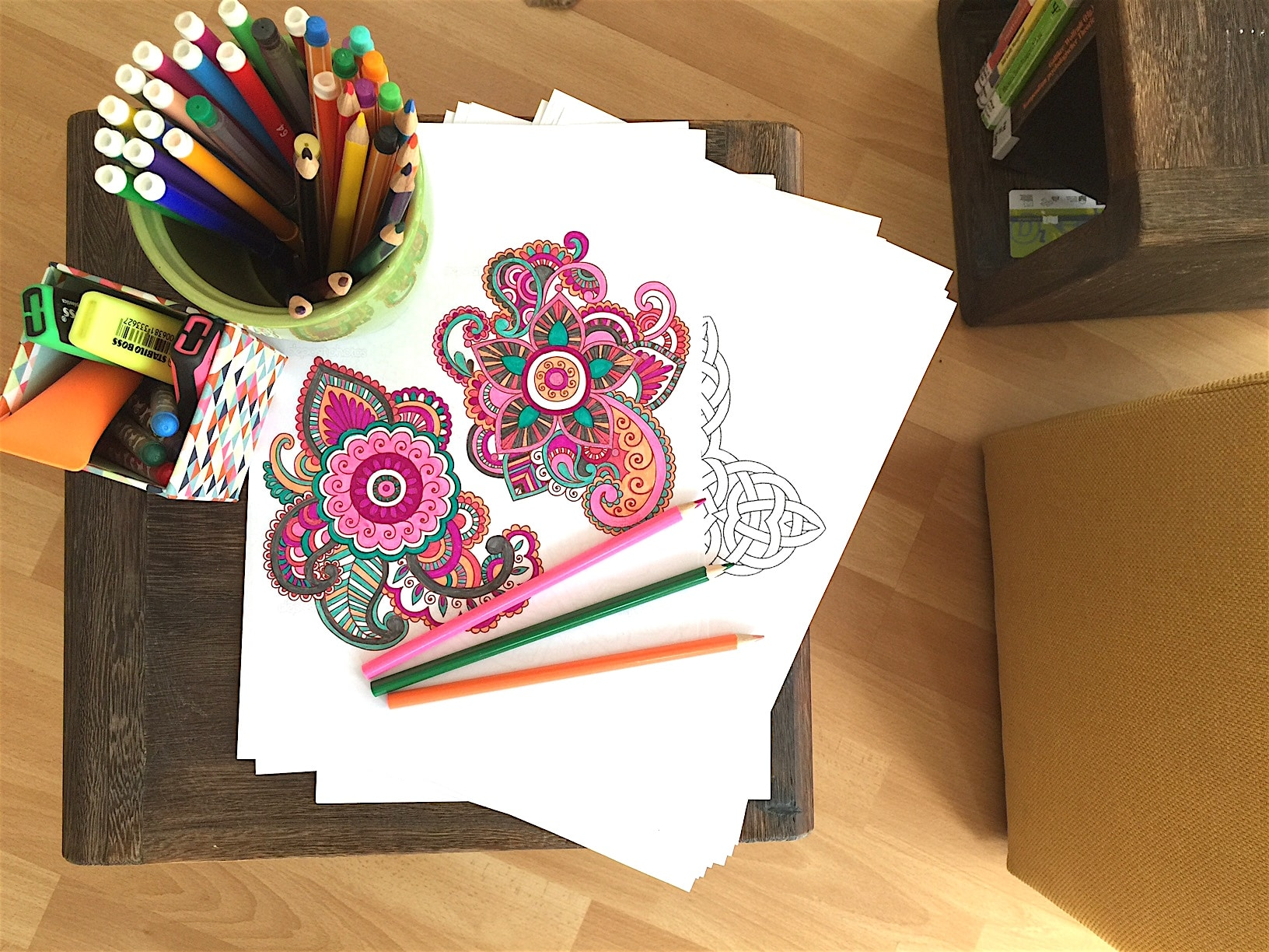 Reichlich Vorlagen, reichlich Stifte: Auf gehts. ENTSPANNUNG Mandala malen für Erwachsene #MANDALA #MALEN #KINDER #ENTSAPANNUNG Mandala malen für Erwachsene als Entspannung (Anleitung, Video und DIY)Das Beste, was es für die Seele gibt, um ruhig zu werden, zu entspannen. Stress abbauen und dabei den Kopf freizumachen. Mandala malen ist gut für Erwachsene, für Kinder, aber besonders auch für Senioren. Die Anleitung und auch Mandala DIY Videos zum selber Mandala erstellen findest du in diesem ausführlichen Blogpost.