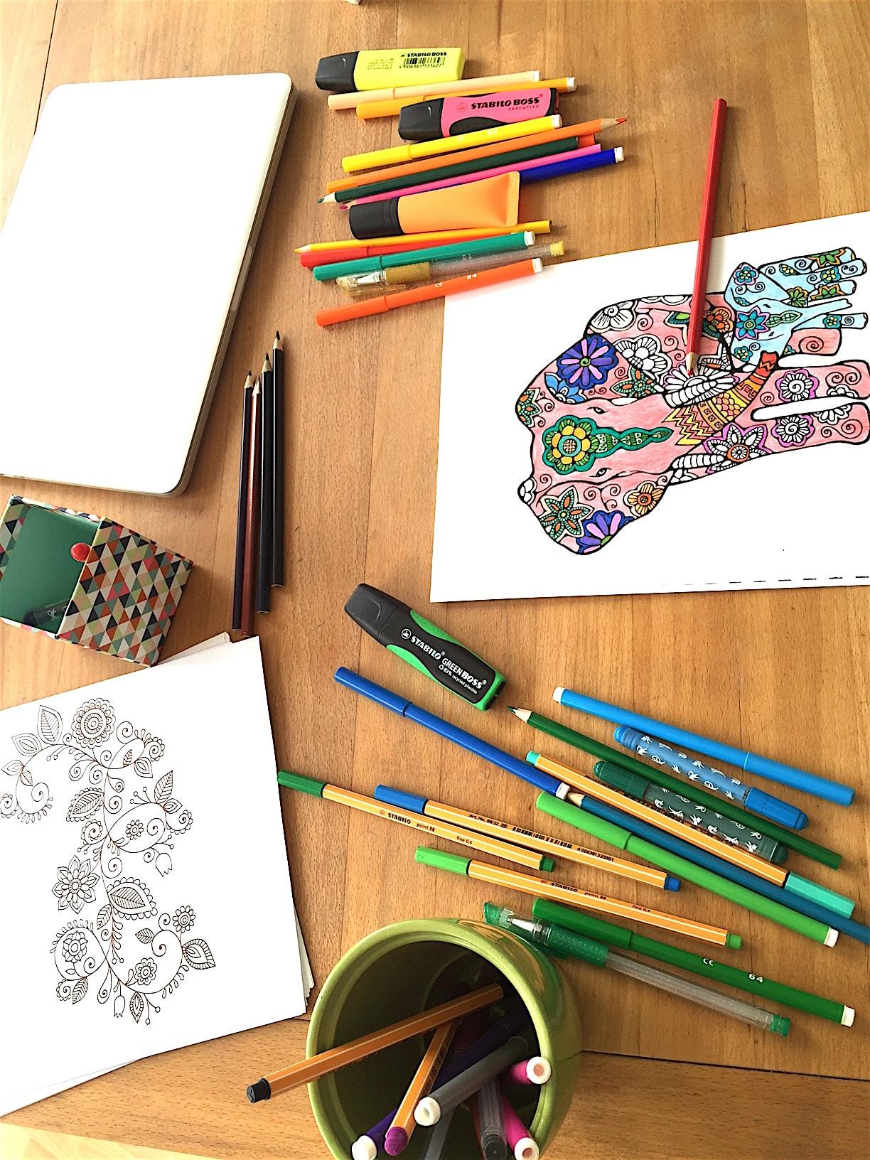 Wirkung eines Mandalas // ENTSPANNUNG Mandala malen für Erwachsene #MANDALA #MALEN #KINDER #ENTSAPANNUNG Mandala malen für Erwachsene als Entspannung (Anleitung, Video und DIY)Das Beste, was es für die Seele gibt, um ruhig zu werden, zu entspannen. Stress abbauen und dabei den Kopf freizumachen. Mandala malen ist gut für Erwachsene, für Kinder, aber besonders auch für Senioren. Die Anleitung und auch Mandala DIY Videos zum selber Mandala erstellen findest du in diesem ausführlichen Blogpost.