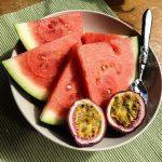Wassermelone und Passionsfrucht als wertvollen Zwischenmahlzeit.