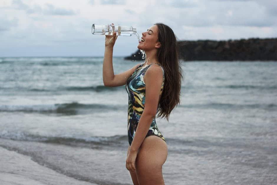 Mehr Wasser trinken Tipps angewöhnen