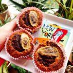 #Rezept: Frische Bananen #Schoko #Muffins mit Reismehl. Extra Trick für einen flüssigen Kern Wenn du möchtest, dass der Kern der Schokomuffins noch flüssig ist und er sozusagen noch eine saftige Schokofüllung hat, lasse die Muffins nur 10-12min im Ofen. #lowcarb Zutaten: 100g Reismehl 100g Haferkleie (#glutenfrei) 3 reife #Bananen 1 Esslöffel Stevia/Xucker 2 Eiklar 2 Esslöffel Kakao Vanillin, Zimt ggf. Nüsse zum Dekorieren
