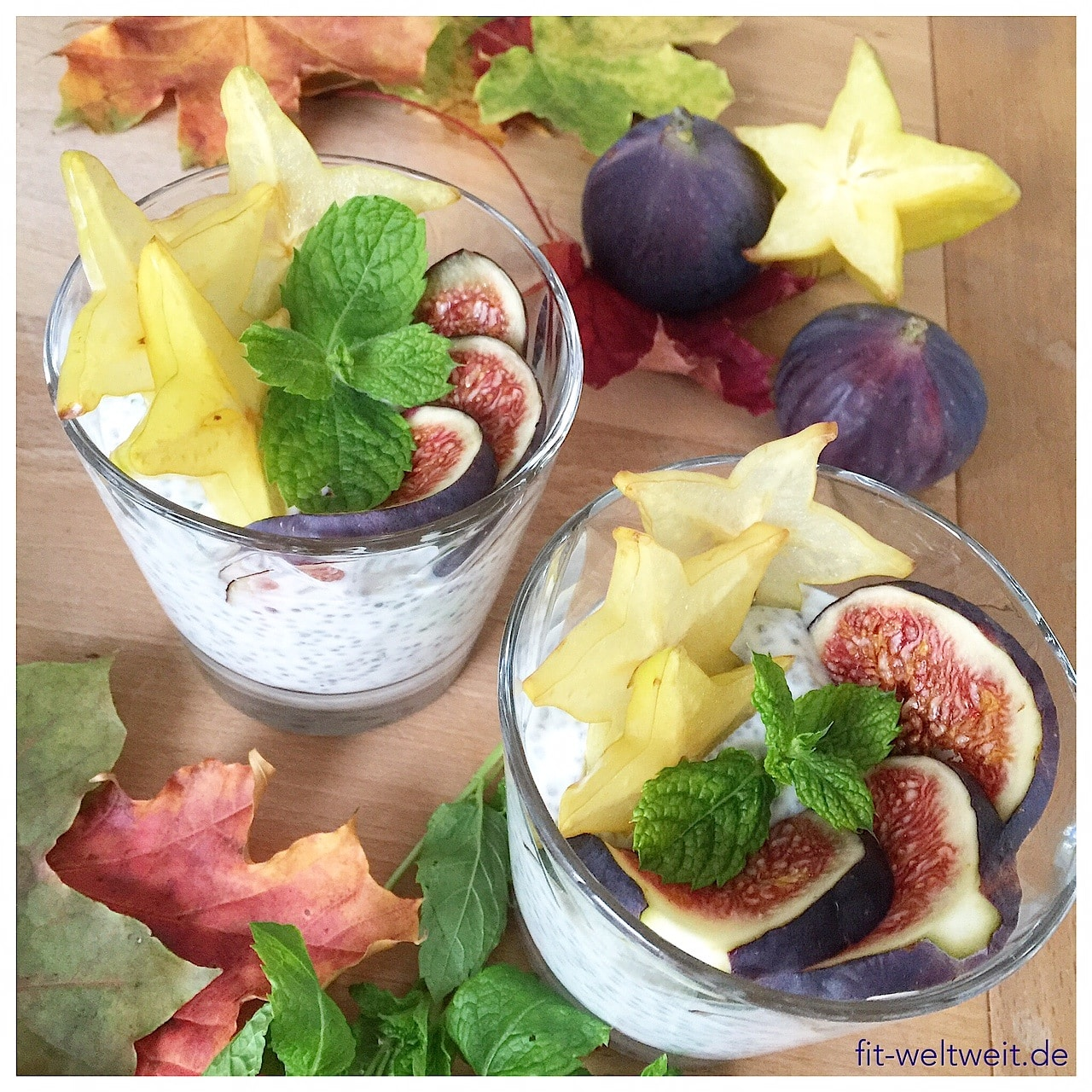 Herbstlich mit Feigen, Karambole, Minze und Zitronen Chia Pudding.