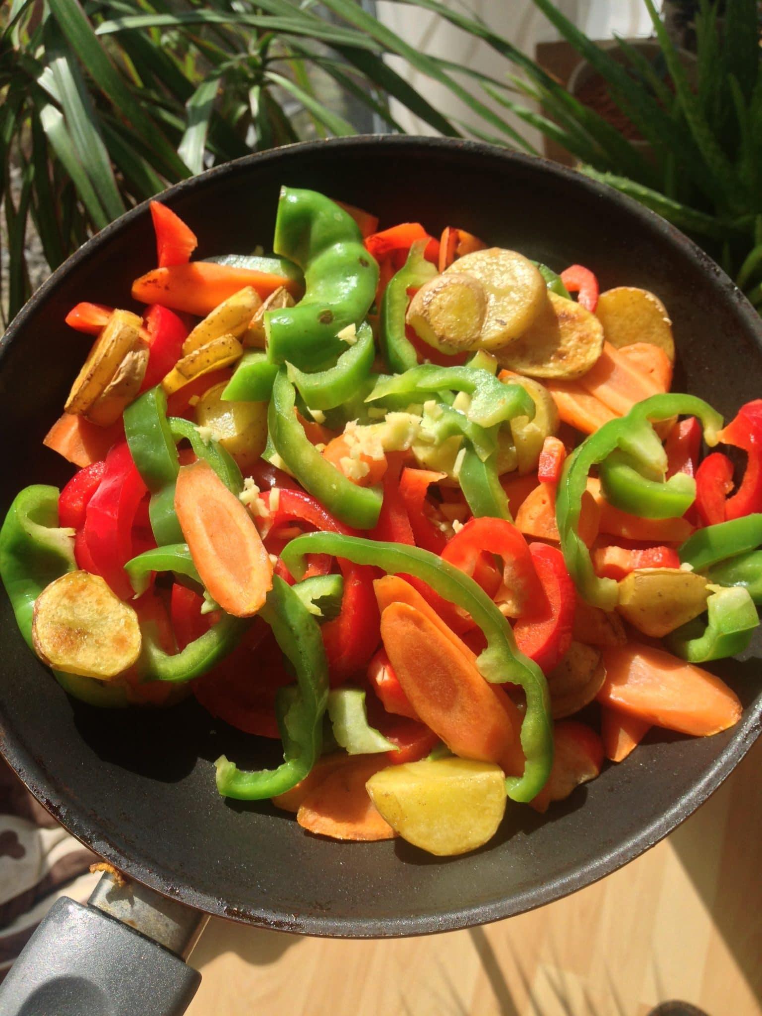 Scharfe Gemüsepfanne mit Ingwer