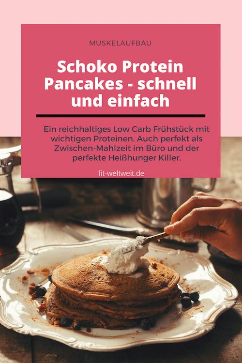 Rezept: Schoko Protein Pancakes - schnell und einfach. Die Puffer eigenen sich auch sehr gut für NACH dem Sport, weil sie reichlich Proteine liefern und mit der Banane bekommst du Magnesium, Kalium und Eisen, was auch optimal nach dem Sport ist und die wichtigsten Nährstoffe liefert. Bedenke bei einer erhöhten Eiweißzufuhr auch mehr Flüssigkeit zu dir zu nehmen. 3 Liter Wasser am Tag sind super, damit Nieren weiterhin einen top Dienst abliefern können.