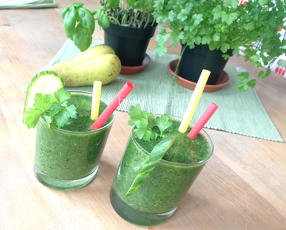 rezept green smoothie mit gurke chia und spinat fit. Black Bedroom Furniture Sets. Home Design Ideas