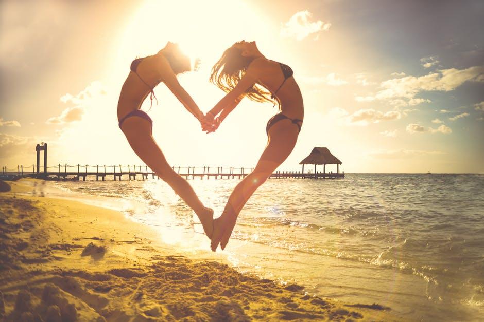 Die #Macht der #Anziehung, denn du bist, was du denkst. Das Gesetz der Anziehung ist eines der besten, welches ich bisher kennengelernt habe. Ich versuche dir hier das #Gesetz der #Anziehung näher zu bringen, damit du besser mit deinem Partner kommunizieren kannst, deine Gesundheit blüht und du mehr Geld anziehst. Besonders in der #Liebe ist die #Anziehungskraft stark. Meine #Erfahrungen und wie du es anwendest alles Schritt für Schritt.