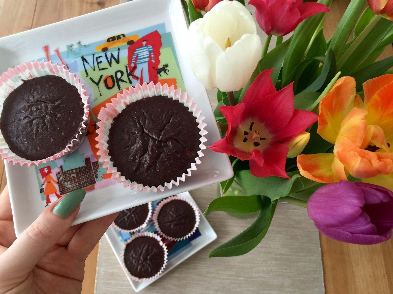 #Muffins #naschen #gesund #Schokolade #backen #Rezept #Rezepte #lowcarb #vegan Schleckermäulchen und hat Lust aufSchokolade oder gesund naschen? Und ich mag diese klitschigen Schokomuffins. In der Mitte sind sie noch so schön matschig und weich. Findest du das auch so lecker?Als Sportler kannst du außerdem auf diesem Weg ausreichend Proteinebekommen, was ja manchmalgarnichtso einfach ist. Das Rezept der Schoko Muffins ...