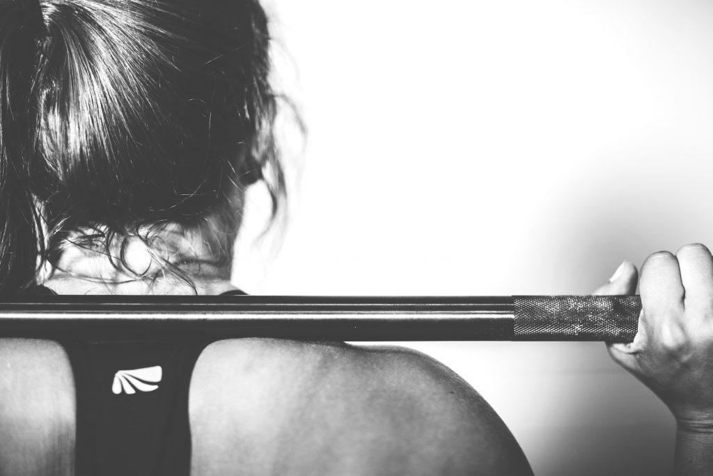Was denkt ein Mann im Fitnessstudio Frau Disziplin
