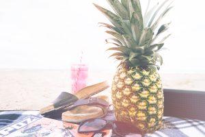 Wie wirkt Ananas auf Haare, Lippen und die Haut. Ananas zu konsumieren ist definitiv ein heißer Sommertipp und beim Picknick am See ein gern gesehenes Früchtchen.