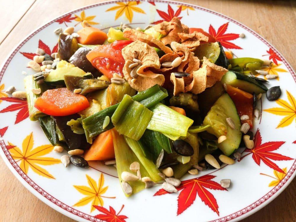 Veganes Low Carb Rezept Abendessen. Keine Zeit zum Kochen: Vor ein paar Tagen habe ich mal eine schnelle, vegane #Gemüsepfanne zubereitet. Passend für den Herbst. Wenig Zutaten, fleischfrei, kalorienarm (Low carb), gegart, gesund, bunt und sehr lecker. Das #Gemüse habe ich nur grob geschnitten, denn man möchte ja auch noch etwas zum Kauen haben oder? #lowcarb #vegan