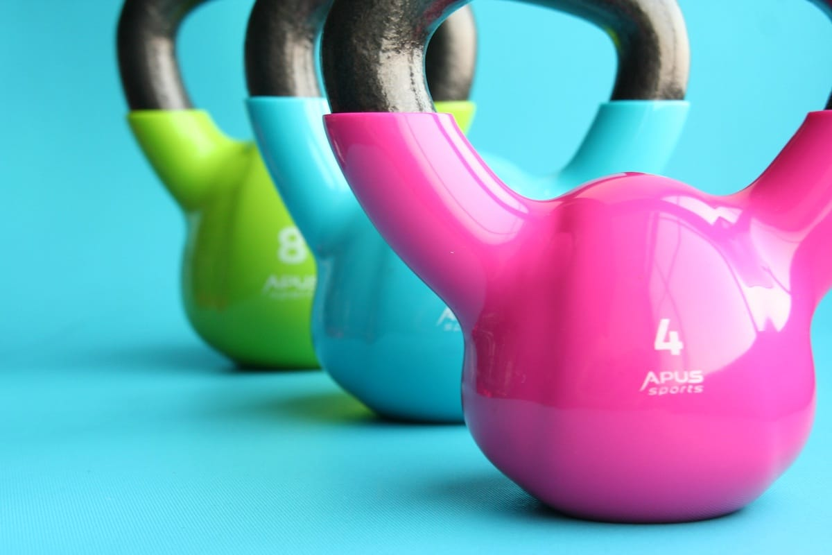 Die besten #Fitnessgeräte für #zuhausemit #Übungen werde ich dir in diesem Artikel vorstellen. Extrem effektiv und dennoch platzsparend. Nützliches Fitnessequipment zu kaufen, wird gerade im Winter ein wichtiges Thema. Fitness im Alltag. Geht es dir auch so?Die besten Fitnessgeräte für zuhause, um Muskeln aufzubauen (Muskelaufbau) Fett abzubauen an Bauch, Beine und Po
