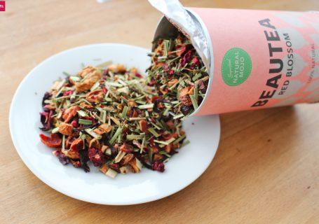 """Happy Tea Natural Mojo Erfahrungen. Natural Mojo Tee Erfahrung mit BeauTea, ActivitiTea und PuriTea - Tea Lover Set. Red Blossom, Fruity Slim und Green Tea Detox Geschmack, Abnehmen, Gutschein 15% Rabatt mit dem Gutscheincode """"fitweltweit""""."""