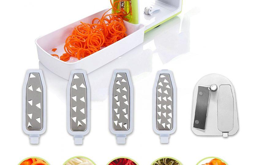 Kompakter Gemüse Spiralschneider mit 5 Klingen und Saugnapf von Twinzee - 5 schnell auswechselbare Klingen – Benutzerfreundlicher Gemüseschneider zur Verarbeitung Ihres Gemüses und Obsts in Spiralen, Julienne, Spaghetti, Nudeln, Band- oder Fadennudeln – Reinigungsbürste inklusive