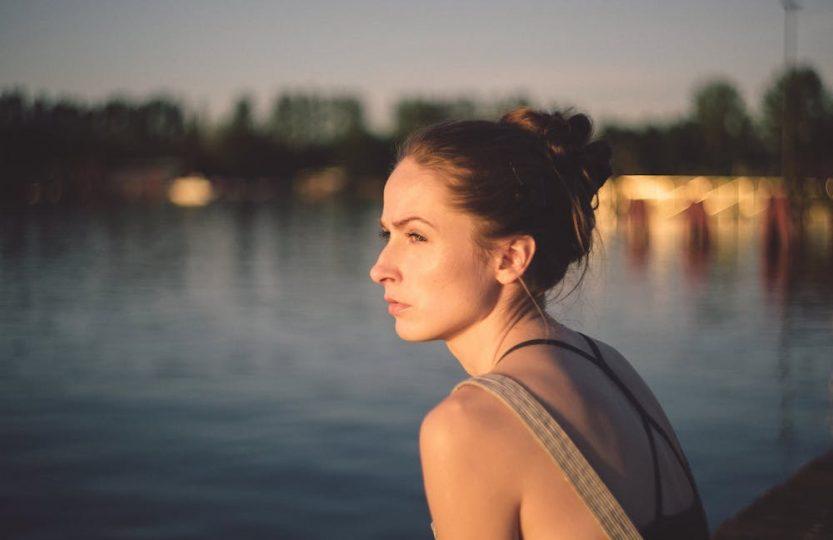 Dieser Blogpost hat natürlich ein Kernthema, dass dir weiterhelfen soll: #Nackenschmerzen #Übungen, die deine äVerspannungen lösen. Mit Pilates gegen Hohlkreuz- (Hyperlordose) und #Rückenschmerzen + #Trainingsplan und Erklärungen. Du bekommst exakte Übungen und eine #Anleitung zum Dehnen, um deine Schmerzen zu verbessern/loszuwerden. Ursachen vom #Hohlkreuz und #Behandlung.