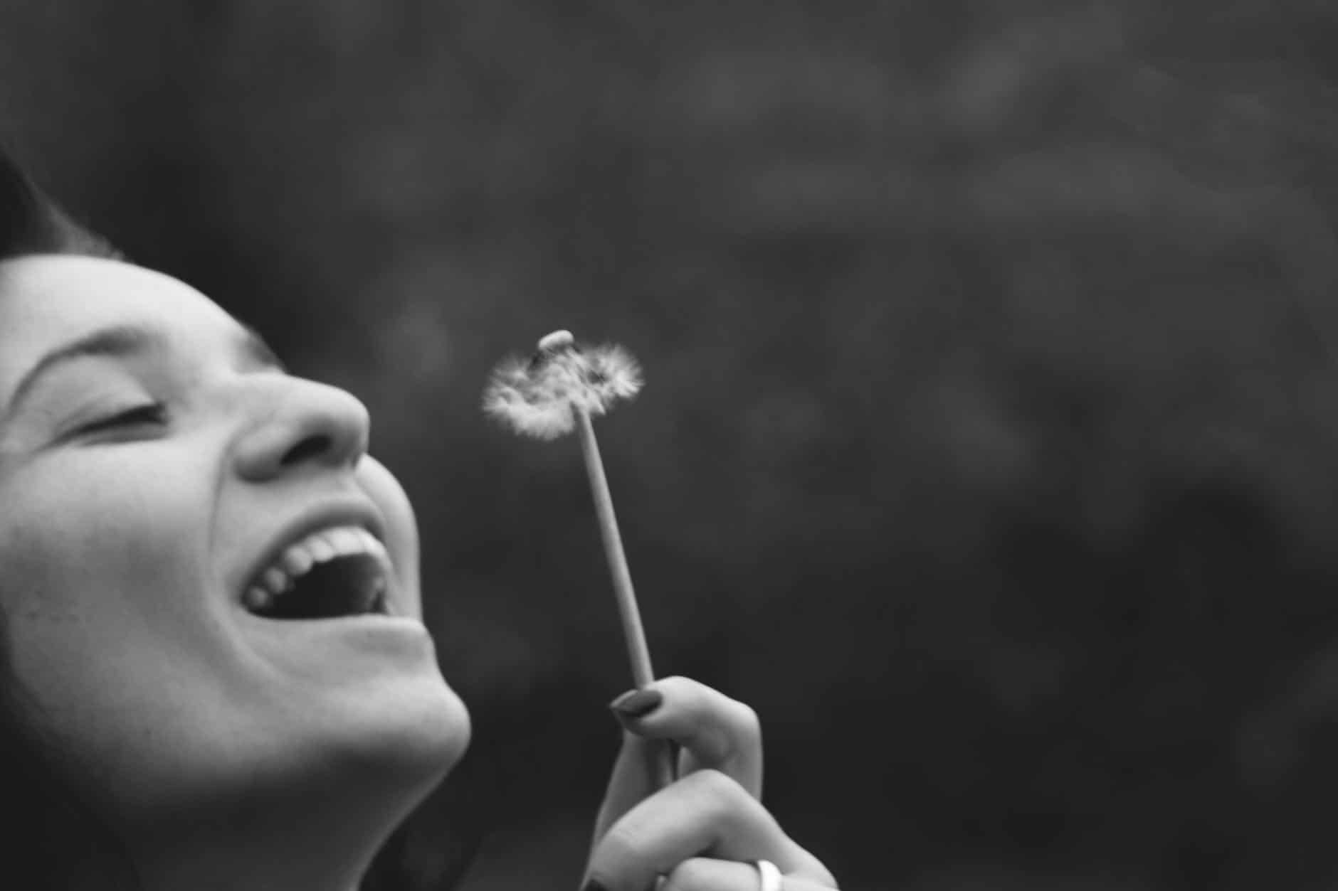"""Die #Anleitung zum #glücklich werden. Häufig lese ich in letzter Zeit in den sozialen Netzwerken Facebook und Instagram Aussagen wie """"Warum hab ich kein Glück?"""", """"Ich bin der Pechvogel der Woche."""" und ähnliches. Wie du aus deinem #Tief rauskommst, was #Glück mit deinem Immunsystem zu tun hat und wie auch DU endlich #glücklich wirst,hoffe ich dir in den nächsten Zeilen zeigen zu können. #Tipps"""
