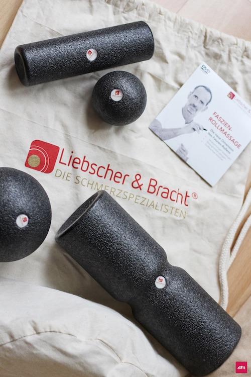 """Chronische Schmerzen in Knie, Rücken, Nacken verbessern. Faszienset von den Schmerzspezialisten Liebscher & Bracht@liebscher.bracht (Werbung) vor. Schmerzen: WÄHREND des Rollens oder im Nachhinein (Faszienkater). Fokus:Unterschiede DIESER Rollen, Vorteile, Anwendungen, Übungen #Faszienrollen & Faszienbälle. #Blackroll, #Triggerpoint#Foamroller, Alternativen. Mit """"fitweltweit"""" 10% sparen auf Liebscher & Bracht."""
