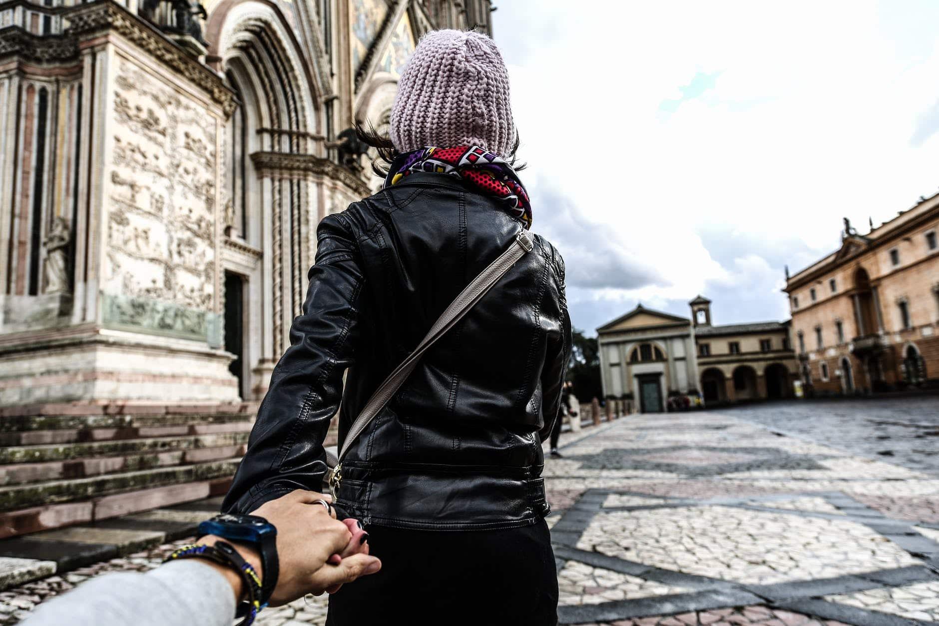 Weil meine Worte zu Instagram zu ausführlich geworden sind, gibt es dazu einen separaten Blogpost.Der Instagram-Lifestyle Check (#Fake versus #Realität). Ist die Welt mehr Schein als Sein oder was steckt tatsächlich hinter zahlreichen Profilen auf #Instagram? Ist es möglich rund um die Uhr einen Traum-#Lifestyle zu führen, mit dem perfekten Partner an der Seite, luxuriösen Reisen und Klamotten, dem perfekten Body und der Bilderbuch-Familie?