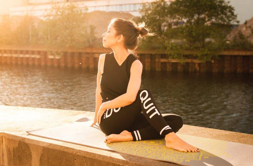 #RÜCKENSCHMERZEN #ÜBUNGEN Heute gibt es für dich hilfreiche Rückenschmerzen Übungen, um das Hohlkreuz weg zu trainieren. Übungen, die dir weiterhelfen sollen, deineHyperlordose und Rückenschmerzenzu verbessern und dazu gibt es mein Training. Du bekommst exakte Übungen und eine Anleitung zum Dehnen, um deine Schmerzen zu verbessern oder ganz loszuwerden.