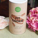 Fit Cookie Natural Mojo Erfahrung: Es ist endlich da. Das Fit Cookie von Natural Mojo (Werbung, weil Markennennung) Doch wie schmeckt es? Ist es natürlich? Wie ist die Konsistenz? Kannst du damit abnehmen und wie viele Mahlzeiten solltest du maximal ergänzen? Wie oft kannst du das Fit Cookie am Tag verzehren und welche besonderen Zutaten und Inhaltsstoffe sind im neuen Fit Cookie von Natural Mojo enthalten. ... Rabattcode ebenso auf das Fit Cookie gültig ist.