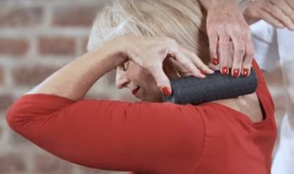 """Übungen gegen Nackenschmerzen(Büro und Schreibtisch Arbeit)Liebscher und BrachtÜbungen (Werbung) #Schmerzen und #Rückenschmerzen schnell lösen (Gesundheit). Ebenso neu ist dasSchmerzfrei Drücker Set von Liebscher und Bracht mit Übungen aus dem Buch """"Deutschland hat Rücken"""" (Light-Osteopressur Technik - selber anwendbar). Auf Amazon #Wirkung, Anwendung und Erfahrung"""