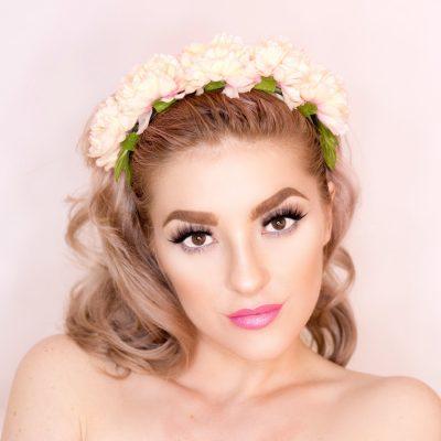 Welche #Lippenstift #Farben passen zu #blonden #Haaren und #blauen, #grünen oder #braunen #Augen. Welcher Lippenstift passt zu welcher #Augenfarbe und #Haarfarbe? Was sind No Go's? Super Stay und langer Halt ohne die Lippen auszutrocknen. semi matte und metallic Effekt + 25% Rabatt bei Banana Beauty, die vegan, tierversuchsfrei, cruelty free und natürlich sind (Werbung)