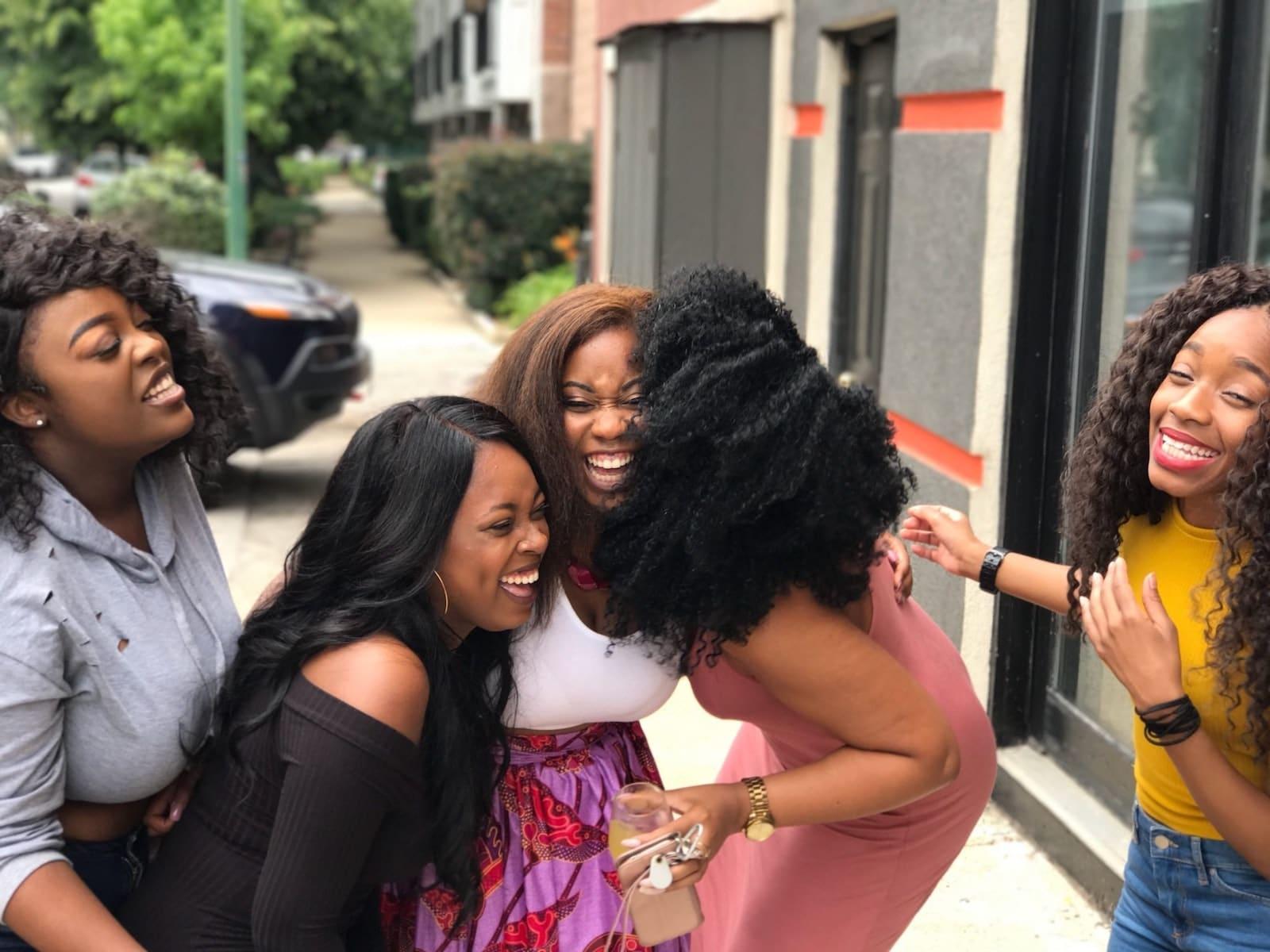 """Die Haarmasken eigenen sich auch für lange anspruchsvolle Haare und, um schöne Afro Haare zu pflegen. #HAARE #HAARPFLEGE #LANGEHAARE #AFRO #AFROHAARE #HAARKUR und #HAARMASKE von MERMAID+ME (Werbung) Meine gesamte Erfahrung bekommst du auf dem Blog. 25% Rabatt bekommst mit dem Gutscheincode """"cathi25"""" auf den gesamten Shop (Sets bis 45% Rabatt) von #MermaidMe, Masken, Haarmasken für lockige Haare. Für starke, glänzende und frische Haare (SHiny Hair Hibiscus, Fresh Hair Algae, Strong Hair Papapya)"""