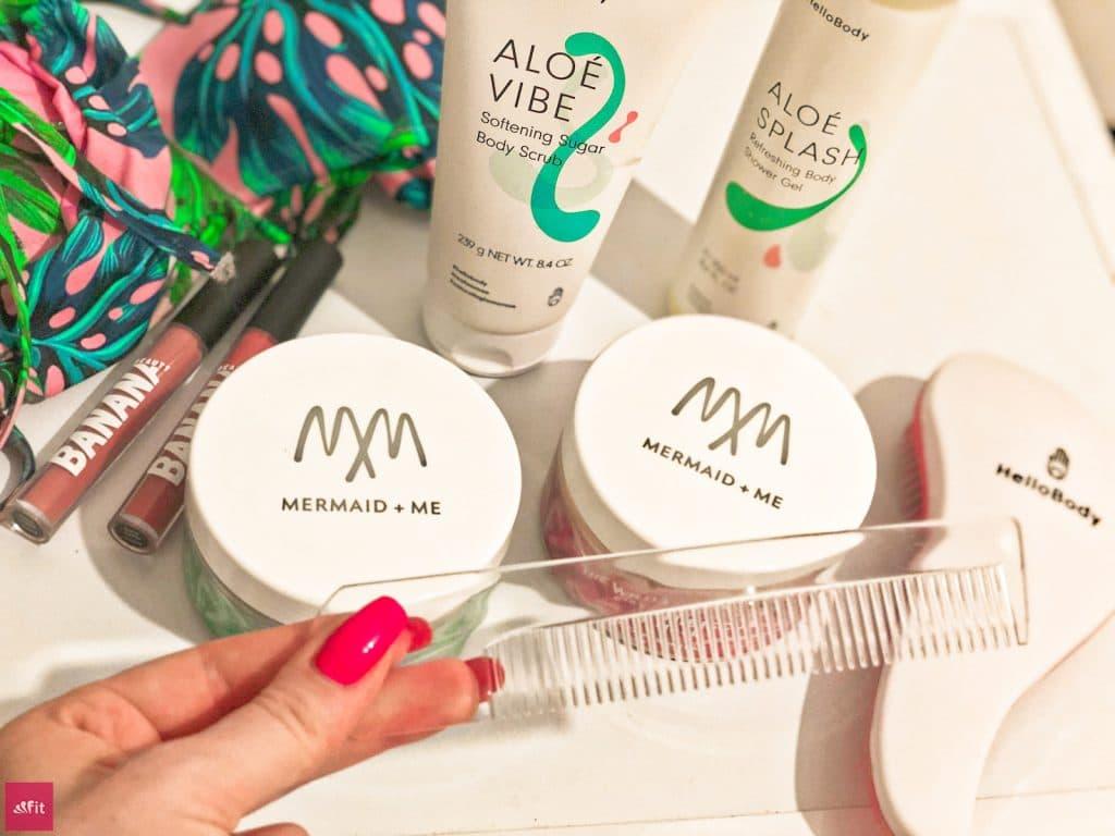 """#HAARE #HAARPFLEGE #LANGEHAARE #HAARKUR und #HAARMASKE von MERMAID + ME (Werbung) #ERFAHRUNG #BEWERTUNG #MEINUNGEN #ERFAHRUNGSBERICHT Tipps gegen trockene Haare: Haarmasken von #MermaidMe aus. Meine Erfahrung bekommst du auf dem Blog. 25% Rabatt bekommst mit dem #Gutscheincode """"cathi25"""" auf den gesamten Shop von Mermaid+Me (Bis 45% auf Sets), alle Masken, Haarmasken (Auf Sets über 40% Rabatt). Für starke, glänzende und frische Haare (Shiny Hair Hibiscus, Fresh Hair Algae, Strong Hair Papapya)"""