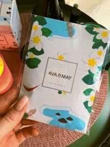 Ava & May FIJI OCEANIA Duftsäckchen Dieses Duftbeutelchen habe ich zu Beginn in meinen Schuhschrank gestellt und dort hat er seinen Diest super erfüllt. Es duftet immer noch sehr intensiv, obwohl es da nun schon über 3 Wochen steht und ich habe einen sehr großen Schuhschrank. #Duft #Motten #Kleiderschrank #Avamay