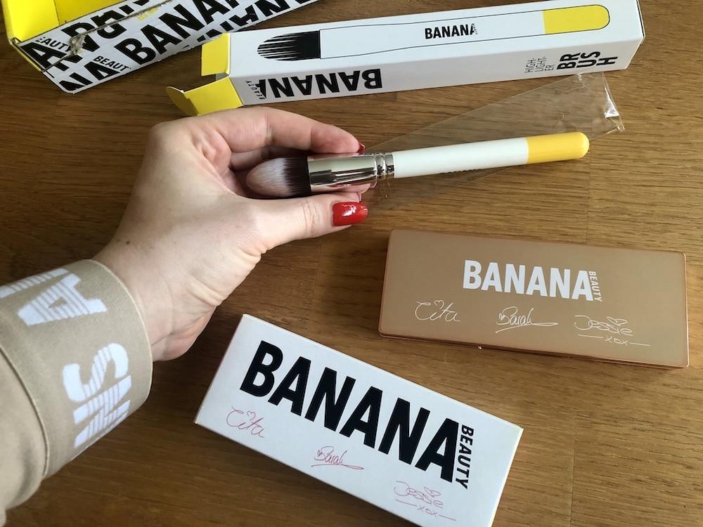 Tages-Make-Up einbinden lässt oder ebenso zum Contouring der Gesichtszüge. Highlighter Palette Golden Hour ansehen und kaufen(Rabattcodes siehe oben beachten und bis zu 50% sparen) Empfehlung: Nehme auch den passenden Highlighter Pinsel aus der Banana Beauty Brush Collection.