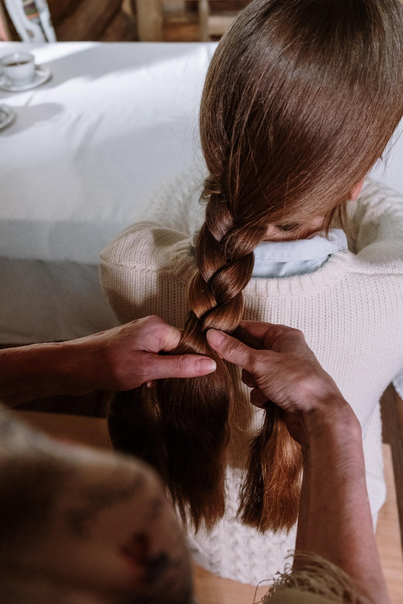 Dickes Haar bekommen Zopf geflochtene dicke braune Haare