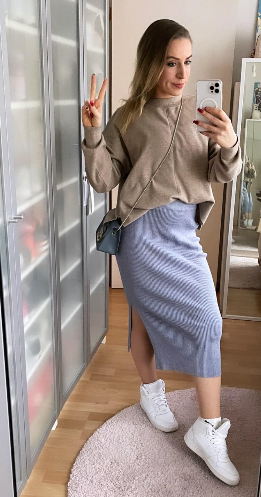 LES LUNES Rosie Skirt und Nola Sweater blau beige sportlicher Style